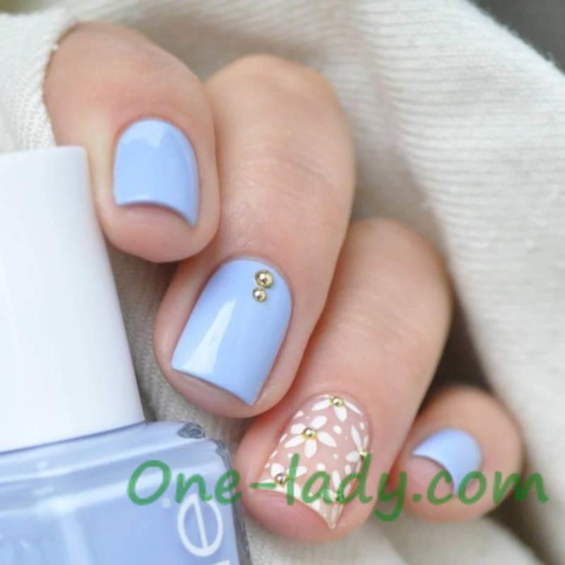 Бело голубой маникюр фото