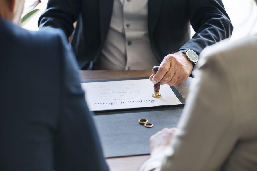 Чем адвокат отличается от юриста