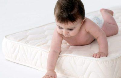 Як і який вибрати матрац для новонародженого