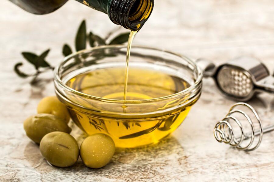 Оливковое масло: польза и применение в косметологии
